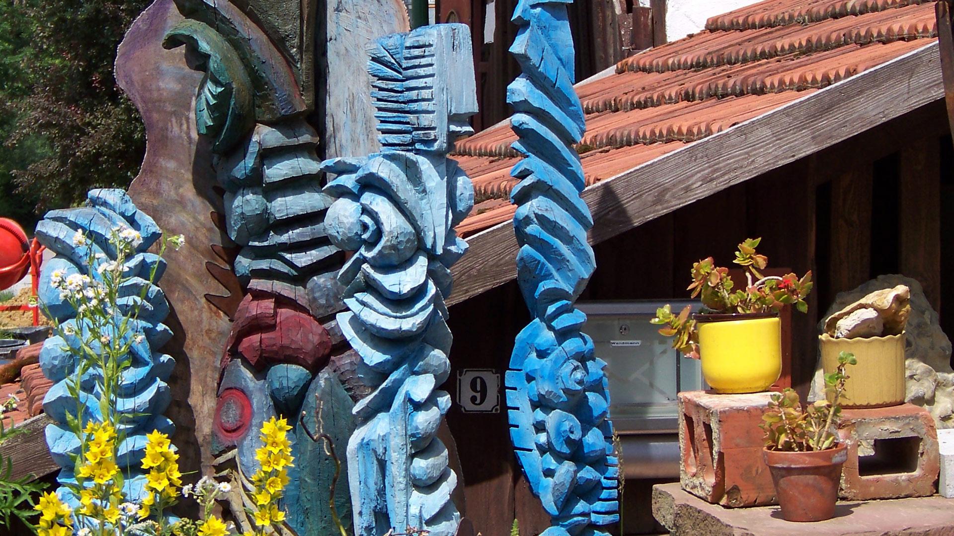 Holzschnitzerei und Gestaltung